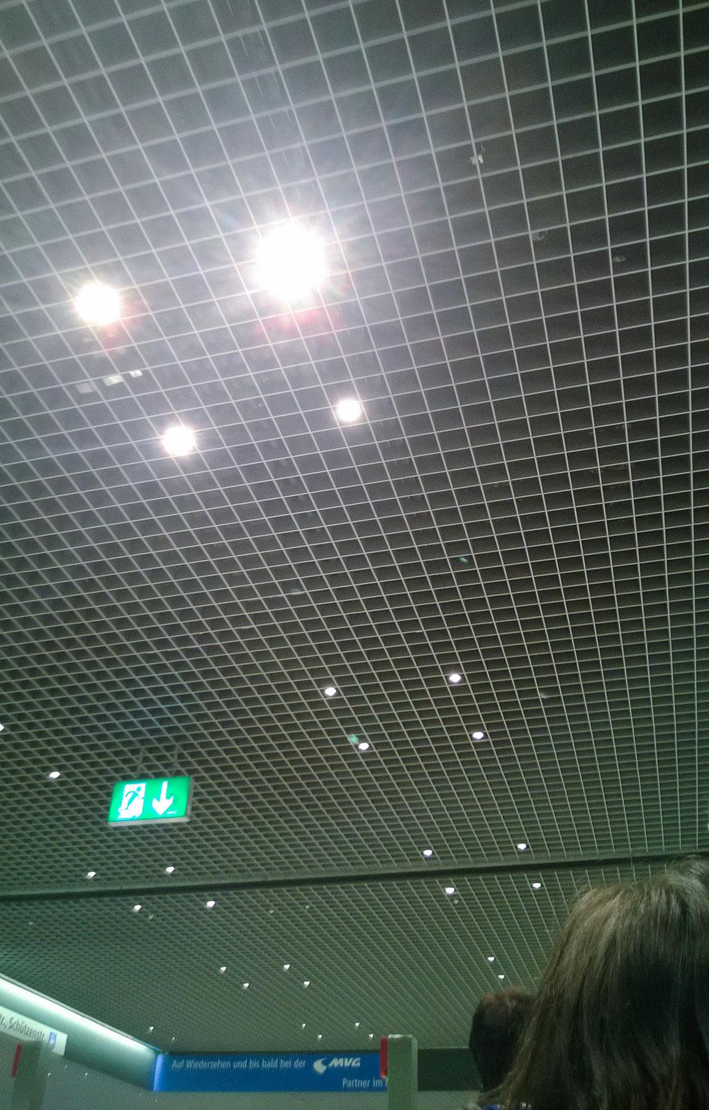 hauptbahnhof-muenchen-lights